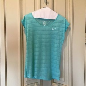 Nike dri-fit short sleeved tissue top size small